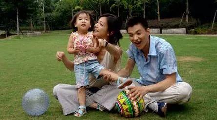 赵薇藏了16年的儿子终曝光,长成这样,难怪赵薇一直不愿公开他!